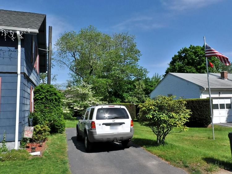 west warwick singles Your best source for west warwick, ri homes for sale, property photos, single family homes and more.